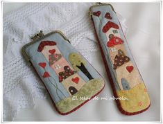 FUNDA DE ABANICO Y DE MÓVIL CON CASITAS. Patchwork Bags, Quilted Bag, Sewing Projects For Kids, Sewing For Kids, Patch Quilt, Applique Quilts, Frame Purse, Purse Tutorial, House Quilts