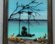 Pebble Art Rock Art Pebble Art Couple in a swing on the beach honeymoon anniversary unique pebble art open frame Kieselsteinkunst Stone Crafts, Rock Crafts, Beach Rocks Crafts, Art Plage, Art Rupestre, Art Pierre, Pebble Art Family, Pebble Pictures, Art Pictures