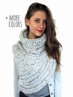 Chunky Knit Asymmetrical Cowl Vest Shawl Scarf door TwoOfWandsShop