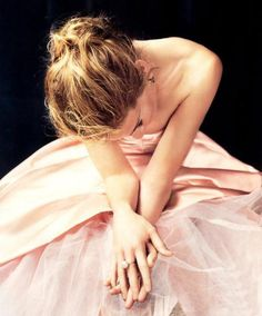 """Sarah Jessica Parker in a ballerina frock for """"Lovely"""" perfume ad Just Girly Things, Fernanda Young, Sarah Jessica Parker Lovely, Peonies Season, Lovely Perfume, Perfume Ad, Glamour, Foto Art, Mode Inspiration"""