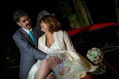 o noivo empolgado com o vestido