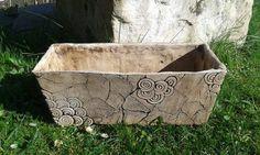 Keramický truhlík Keramický truhlík Horní rozměry: délka - 34 cm            šířka - 14 cm            hloubka - 14 cm