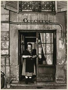 Robert Doisneau    Concierge    Rue Jacob, Paris, 1945