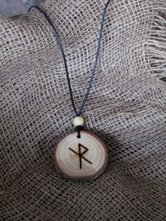 Alex's protective talisman made of Ash oak Norse Runes, Futhark Runes, Viking Runes, Norse Mythology, Viking Symbols, Viking Art, Viking Woman, Protection Rune, Asatru