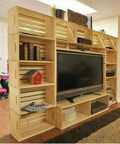 Wooden Pallet Furniture DIY Wooden Crate and Pallet Furniture Projects Wooden Crate Furniture, Diy Wooden Crate, Diy Pallet Furniture, Wood Crates, Diy Pallet Projects, Furniture Projects, Furniture Design, Pallet Ideas, Crate Ideas