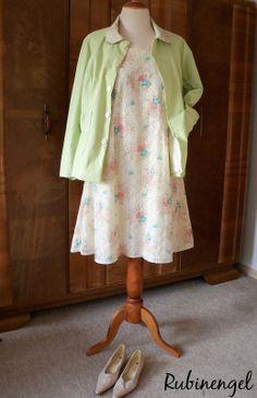 Plus Size Fashion Blog Plus Size Lace Dress Plus Size Linnen Jacket all sewed by me