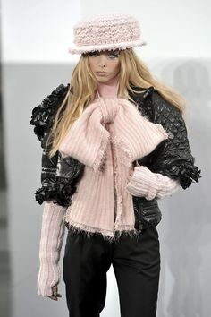 Tanya Dziahileva at Chanel FW09 fashion show