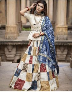 India's Most Loved Chaniya Choli Designs for Navratri - LooksGud. Choli Blouse Design, Fancy Blouse Designs, Choli Designs, Lehenga Designs, Garba Dress, Navratri Dress, Lehnga Dress, Chaniya Choli Designer, Garba Chaniya Choli
