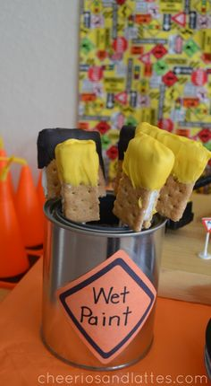 Paint party ideas- Edible S'more Paintbrushes: Construction Themed Kids Party Ideas by Cheerios & Lattes Art Birthday, Birthday Treats, 3rd Birthday Parties, Construction Birthday Parties, Construction Party, Art Party, Art Themed Party, Snacks, Buffet
