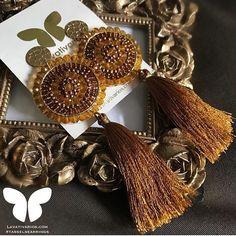 Ideal para look elegante #maxizarcillos @lavativarios  . Disponible en la Tienda Online  LAVATIVARIOS.COM  . #zarcillos #earrings #jewelry #diseñovenezolano #look #fashion #hechoenvenezuela #venezuela #tasselearring #directoriommoda #mmodavenezuela