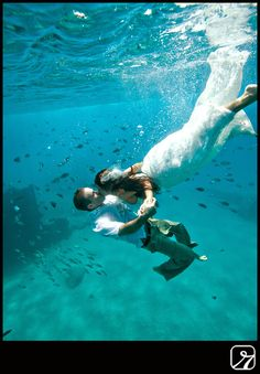 Underwater Kiss Trash The Dress Idea