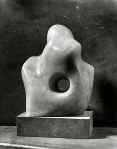 Hepworth, Single form, 1931