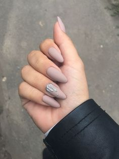 Nude Nails: 30 Nude Color Nail designs From minimalistic matte manicures to unique metallic, beaded nude nail art, we've gathered 30 of or favorite most beautiful nude nail designs for inspiration. Nude Nails, Matte Nails, Stiletto Nails, Nail Manicure, My Nails, Silver Nails, Nail Polish, Acrylic Nails Almond Matte, Star Nails