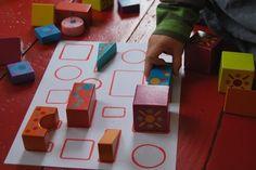 DIY : puzzle avec des cubes et une feuille de papier.