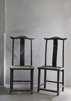 Chinese chairs Chinese chairs would need cushions - but how without destroying the line? Iron Chinese Dining Chair Pair of Side Chairs 清中早榆木灯挂椅,产於山西 contemporary chinese furniture Distressed Furniture, Rustic Furniture, Modern Furniture, Furniture Design, Living Furniture, Cheap Furniture, Chinoiserie, My Living Room, Living Spaces