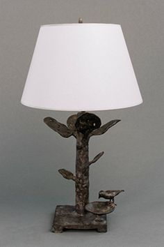 Diego GIACOMETTI (1902-1985) Special pair of table lamps with four leaves and bird perched on small bowl