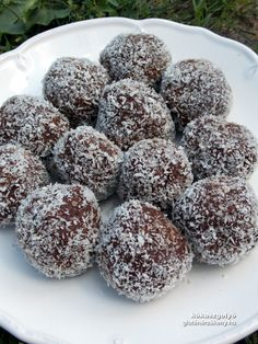 gluténmentes kókuszgolyó recept Diabetic Recipes, Gluten Free Recipes, Diet Recipes, Healthy Recipes, Sin Gluten, Gm Diet, Paleo Sweets, Health Eating, Winter Food