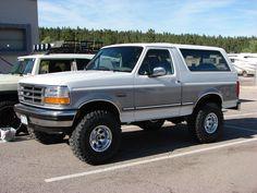 1995 Ford Bronco Specs, Photos, Modification Info at CarDomain Classic Bronco, Classic Ford Broncos, Ford Classic Cars, Classic Trucks, Ford F150 Pickup, Ford 4x4, Ford Bronco 1996, Bicicletas Raleigh, Bronco Truck