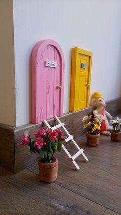 Esta primavera macetas en miniatura para decorar tu puerta para el ratoncito Pérez de La lailuminista. Todo hecho a mano.