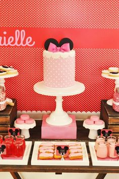 Vintage Minnie Mouse Party via Kara's Party Ideas   Kara'sPartyIdeas.com @Jessica Read  did you see this?