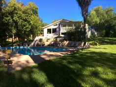 Large Riverfront Lake House, Pool, Huge Yard, Home Theater.6 King Beds #68960