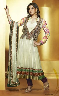Fashion Central is an Indian fashion & lifestyle magazine. Brings news from Bollywood and Indian fashion & film industry for viewers. Pakistani Dresses, Indian Dresses, Indian Suits, Salwar Kameez, Anarkali Patterns, Indian Bollywood, Fashion Outfits, Womens Fashion, Fashion Ideas