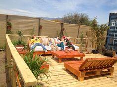 """Decoy construcción"" furniture with recycled pallets Backyard Furniture, Diy Pallet Furniture, Outdoor Furniture, Outdoor Sofa, Outdoor Living, Outdoor Decor, Cedar Playhouse, Patio Diy, Recycled Pallets"
