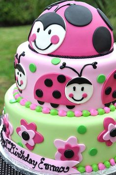Pink Ladybug Cake-idea for my ladybug's birthday Pretty Cakes, Cute Cakes, Beautiful Cakes, Amazing Cakes, Super Torte, Ladybug Cakes, Pink Ladybug, Ladybug Party, Occasion Cakes