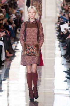 Tory Burch Fall 2014 Ready-to-Wear Runway - Tory Burch Ready-to-Wear Collection Fashion Week 2015, Fall Fashion Outfits, Autumn Fashion, Tokyo Fashion, High Fashion, Fashion Show, Fashion Design, Women's Fashion, Kitsch