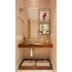 17 banheiros incríveis com acessórios e prateleiras de vidro Interior Design Kitchen, Bathroom Interior, Home Design, Budget Bathroom, Bathroom Ideas, Design Ideas, Bathroom Makeovers, Remodel Bathroom, Shower Remodel