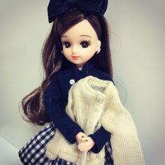 """""""新しいお洋服を買ってもらったの寒くなってきたからなんでも合わせられるカーディガンは重宝しそうよ 亮ちゃんにもインナーを買ったのだけどリカのお洋服のが高いなんて不思議ね#リカちゃん#リカちゃんキャッスル#アゾン秋葉原#licca"""""""