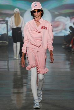 Guarda la sfilata di moda VFiles  a New York e scopri la collezione di abiti e accessori per la stagione Collezioni Primavera Estate 2017.