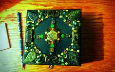 Trinket/jewellery box, green magic forest nymph style. Acrylic paint, acrylic varnish, Czech glass beads, jewellery glue.