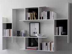 Estante aberta de parede suspensa de madeira GAME Coleção Complementos collection by DOMITALIA | design Adriano Balutto Associati