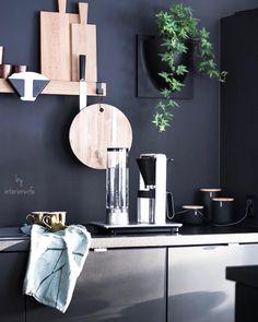 Interior, Fashion & Garden (@interiorwife) • Instagram-billeder og -videoer Dark Colors, Colours, Bright Homes, Home Fashion, House Styles, Interior, Wall, Room, Furniture