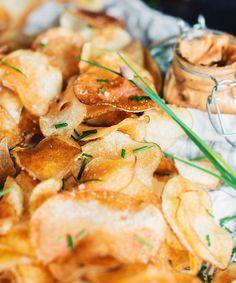 Chips maison avec mayonnaise épicée
