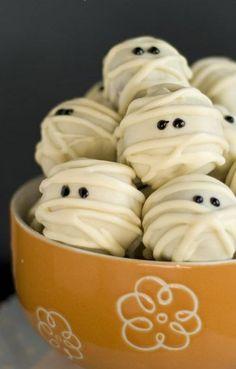 White Chocolate Mummy Truffles | omgchocolatedesserts.com | #truffles #halloween