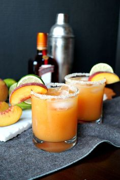 Homemade peach lime margaritas Have you ever made margaritas from scratch? These Homemade Peach Lime Margaritas are so simple, and they're made with real peach puree! Margarita Recipes, Cocktail Recipes, Cucumber Margarita, Margarita Punch, Peach Margarita, Mojito, Alcohol Drink Recipes, Tasty, Yummy Food