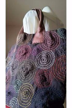 "Képtalálat a következőre: ""japanese folding patchwork"" Sashiko Embroidery, Embroidery Bags, Japanese Embroidery, Hand Embroidery Patterns, Embroidery Stitches, Boro Stitching, Silk Art, Japanese Textiles, Running Stitch"