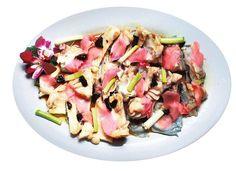 Kiinassa kalasta syödään aivan kaikki. Tässä herkussa kokki on höyryttänyt kalan vatsan lihakset ja pään inkiväärin, kevätsipulin ja oliivin kanssa. Päälle hän lorautti soijaa. Sushimainen maku. Kuva: Kai Sinervo / HS Pasta Salad, Ethnic Recipes, Food, Crab Pasta Salad, Essen, Noodle Salads, Yemek, Meals