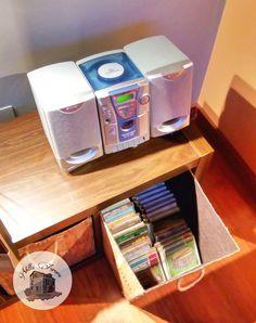 🎤 Minicadena con CDs  🎶 Cds, Aurora, Magazine Rack, Villa, Storage, Furniture, Home Decor, Rural House, Purse Storage