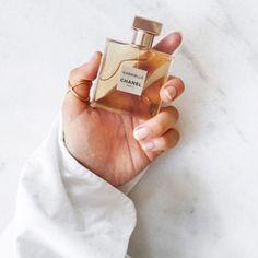 Conquistar a un hombre será mucho más sencillo con estos 8 perfumes afrodisíacos, muchos de ellos contienen feromonas que te harán irresistibles La entrada Los 8 perfumes afrodisíacos que atraen a los hombres se publicó primero en Mujer de 10. Yves Saint Laurent, Big Pores, Dior Perfume, Tips Belleza, Mercedes Benz, Diy And Crafts, Make Up, Beauty, Easy Pizza Dough