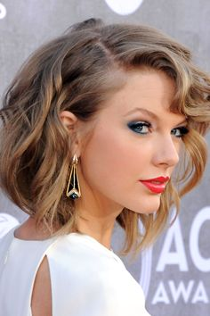 """Red Carpet: Taylor Swift   """"Smoky navy hugged the outer corners.""""   Fall 2014 Beauty Trend: Blue-Eyed Girls"""