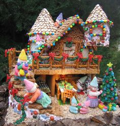 Fun Food Saturday: Gingerbread Houses - Jolly Tomato