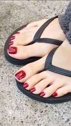 Pretty Toe Nails, Cute Toe Nails, Pretty Toes, Feet Soles, Women's Feet, Orange Toe Nails, Red Toenails, Pies Sexy, Painted Toe Nails