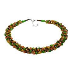 ROMANTIC   Colier la baza gâtului elegant Floral Necklace, Beaded Necklaces, Handmade Jewelry, Handmade Jewellery, Jewellery Making, Diy Jewelry, Bead Necklaces, Craft Jewelry, Flower Necklace