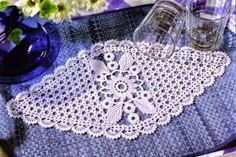 napperon 11 with graphic chart Roses Au Crochet, Crochet Dollies, Crochet Flowers, Crochet Diagram, Crochet Motif, Crochet Patterns, Table Runner And Placemats, Crochet Table Runner, Crochet Home
