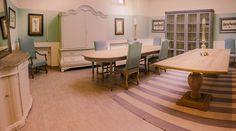 klasický italský designový nábytek / stylový toskánský nábytek Showroom, Dining Table, Studio, Furniture, Home Decor, Decoration Home, Room Decor, Dinner Table, Studios