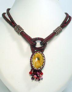 collier rouge rubis rocaille de boême, pendentif pierre fine jaspe du pérou tissé à la main : Collier par vic-lilicreation