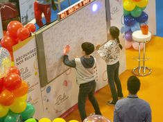 Make your next event with a Digital Wall Game leave everyone breathless! Wall Game, Youth Club, Digital Wall, Winter Activities, Fencing, Night Life, More Fun, Swimming Pools, Tennis